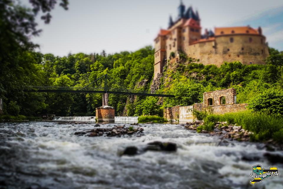 Burg Kriebstein vom Flussufer aus